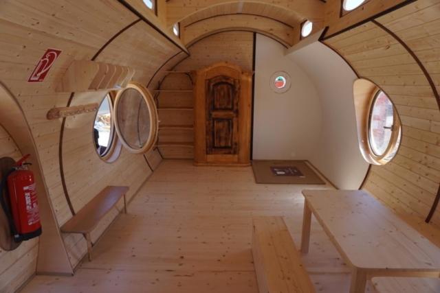 alte Möbel im Tiny House, kreativ eingerichtet