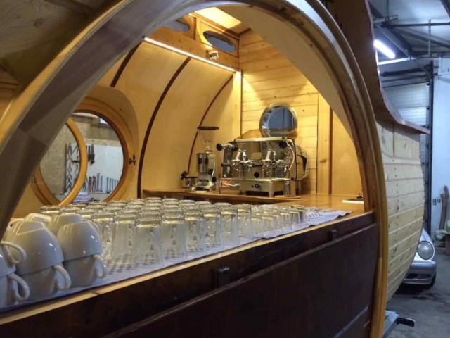 Ausstattung Kaffeewagen, Kaffeemaschine im Verkaufswagen