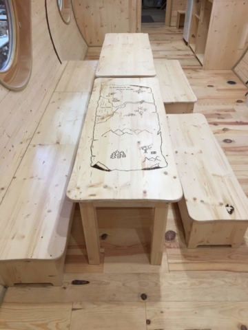Waldkindergarten Möbel kreativ aus Holz