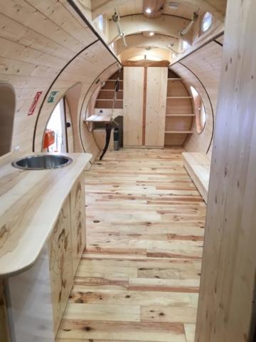organischer Schreibtisch, Holzküchenzeile