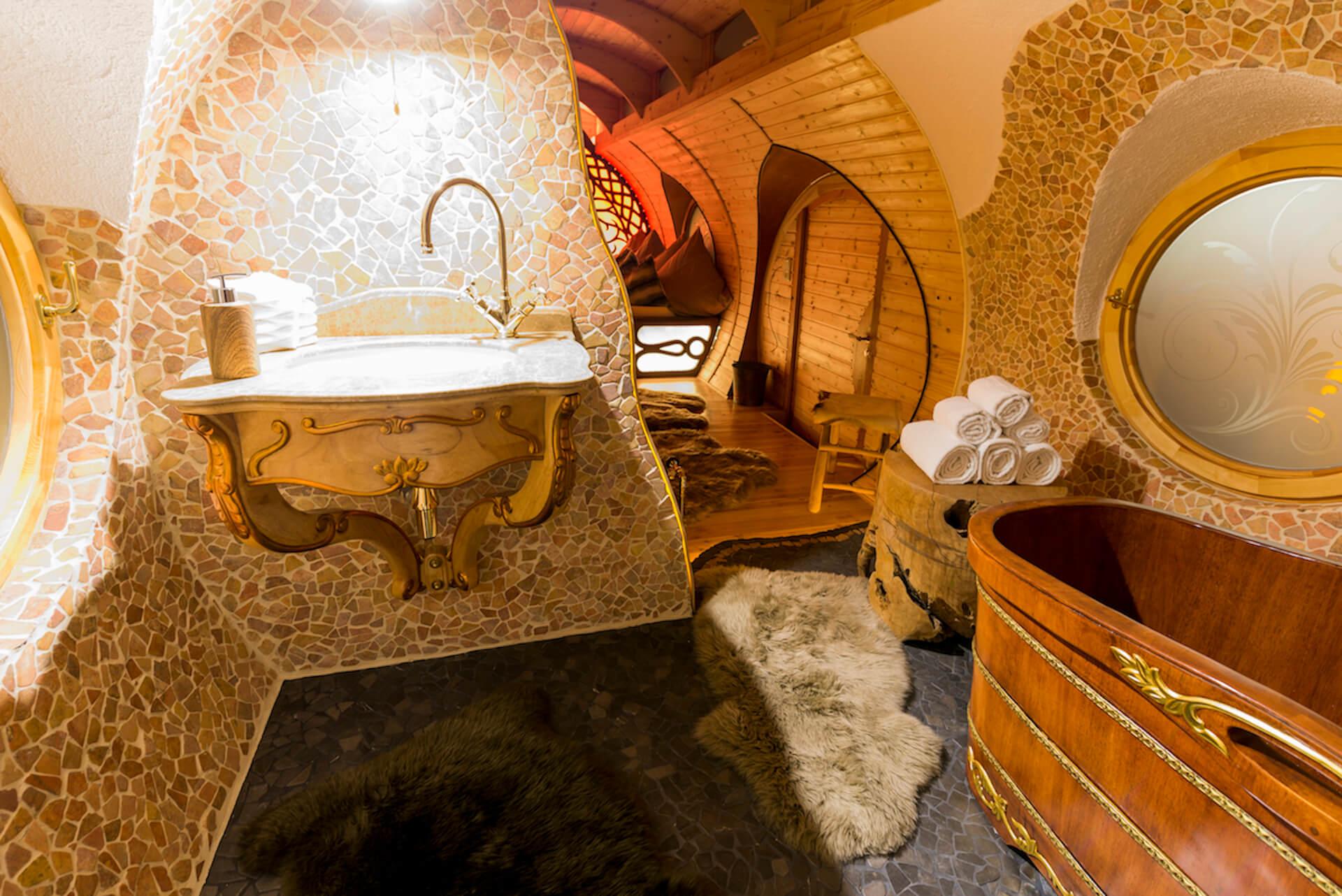 Luxus Bad mit Steinmosaik