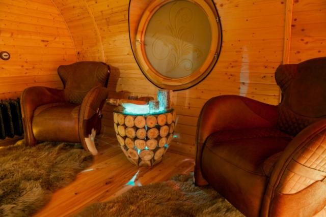 Entspannungsbereich, Hotellounge und Campingplatz