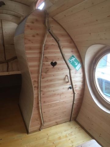 alternative Türen, Herztür WC und organischer Stil